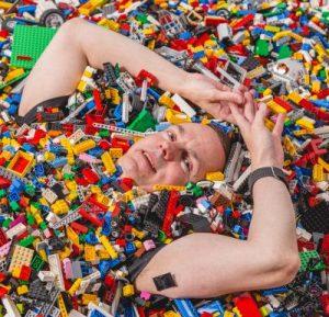 Pelitohtori pohtii Legomeressä