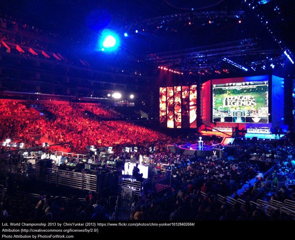 Kilpapelitapahtuman yleisömassaa League of Legends -pelin MM-turnauksesta. Kuva: Chris Yunker